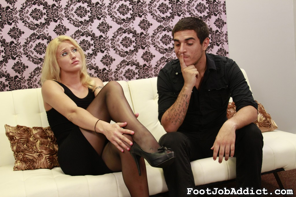 Foot job puppet 36. JC Simpson, fetish Queen, is renovating her entire house into the dream home she's always wanted. Recently, her husband has cut down on her budget. She's nice sure his friend can talk her husband into getting the cabinets.