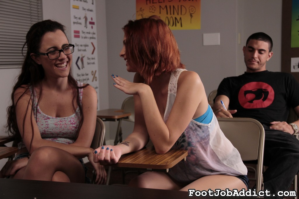 Caught in the bathroom 98. Roxanne Rae and Jessica Robbin are in detention once again. Roxanne was sucks cock again in the bathroom, Jessica her look-out.